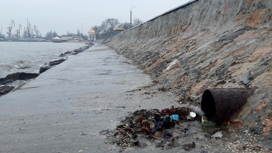 Мэрия Бердянска не справляется с очисткой ливнестоков
