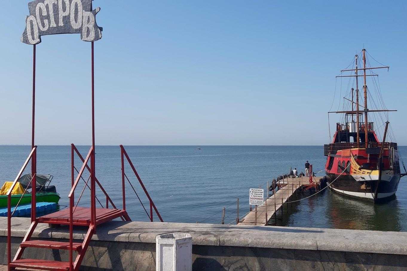 Read more about the article Причалы для прогулочных кораблей возле Приморской площади являются незаконными